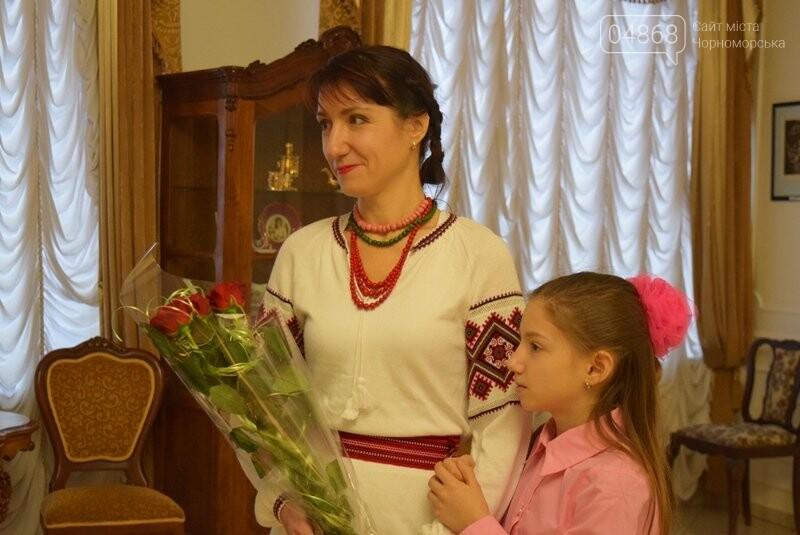 Мечты и миры Элеоноры Бутенко: в Черноморске открылась выставка молодой художницы, фото-3