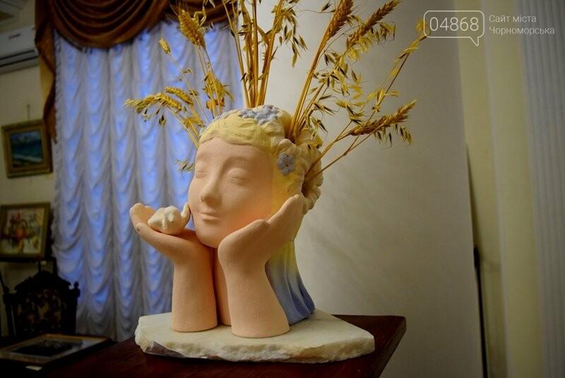 Мечты и миры Элеоноры Бутенко: в Черноморске открылась выставка молодой художницы, фото-4