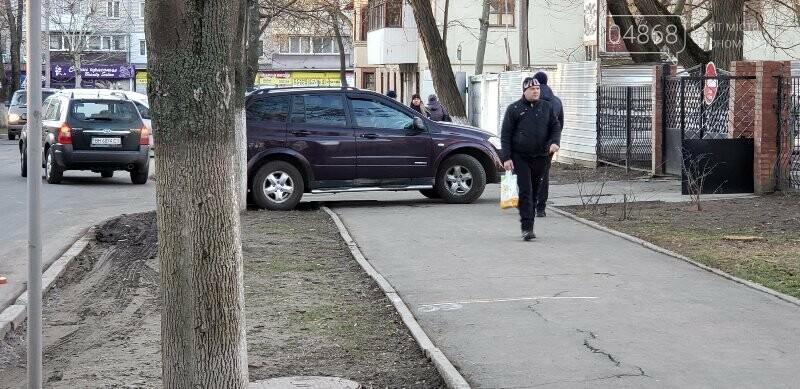 В Черноморске понадобилось более двух часов, чтобы задержать нетрезвого водителя, фото-1