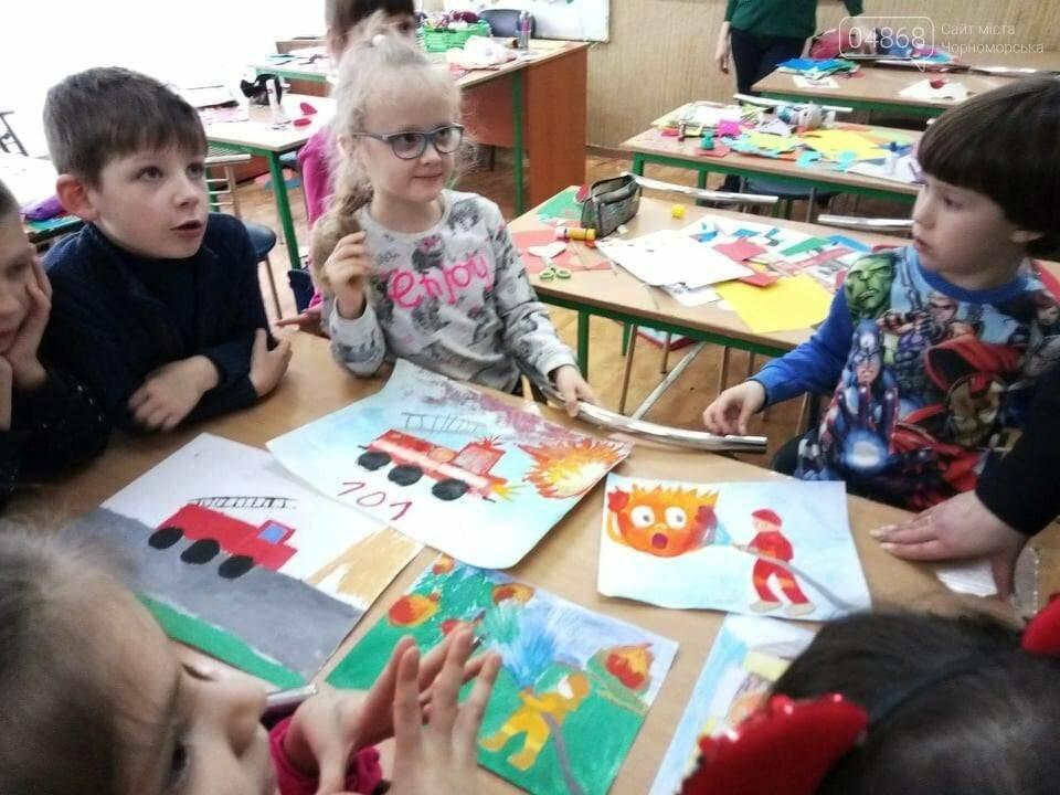 Черноморские юные художники рисовали спасателей, фото-3