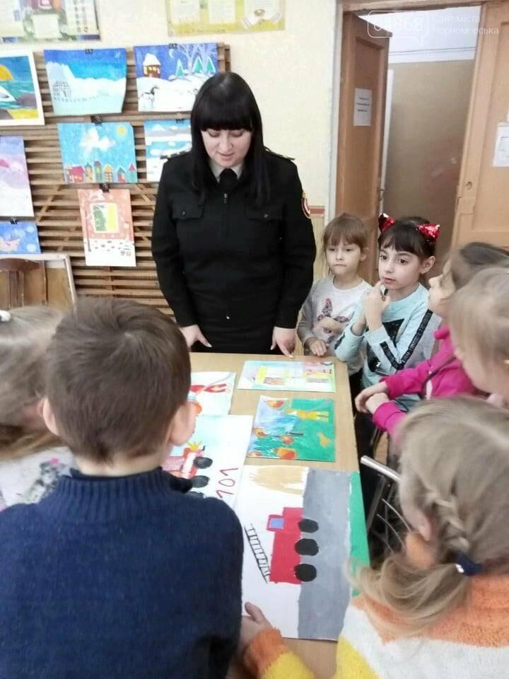 Черноморские юные художники рисовали спасателей, фото-1