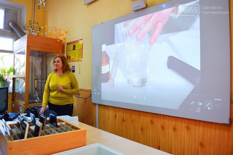 Гимназия Черноморска получила в подарок от губернатора области 3 современных класса-лаборатории (видео), фото-3