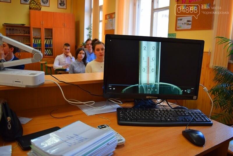 Гимназия Черноморска получила в подарок от губернатора области 3 современных класса-лаборатории (видео), фото-1