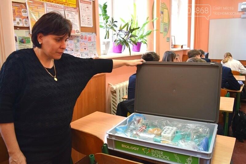 Гимназия Черноморска получила в подарок от губернатора области 3 современных класса-лаборатории (видео), фото-24