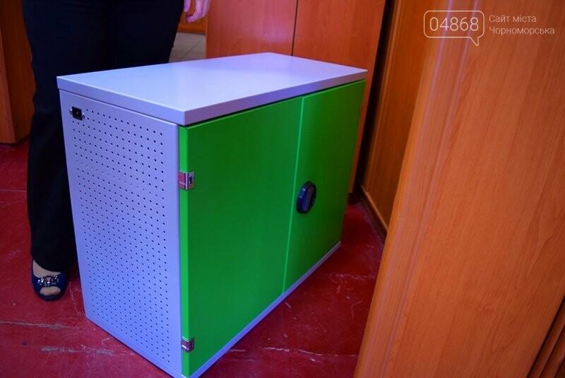 Гимназия Черноморска получила в подарок от губернатора области 3 современных класса-лаборатории (видео), фото-26