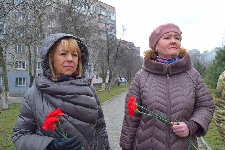 В Черноморске почтили память Героев Небесной Сотни, фото-9