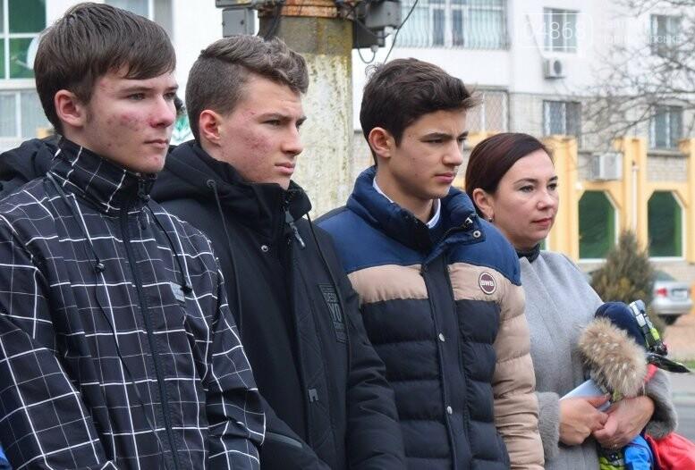 В Черноморске почтили память Героев Небесной Сотни, фото-25