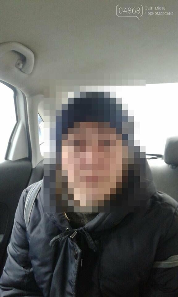 В Черноморске задержана женщина, укравшая 3500 гривен, мобильный телефон и документы, фото-1