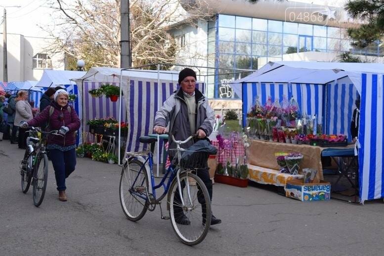 В Черноморске открылась весенняя цветочная ярмарка, фото-6