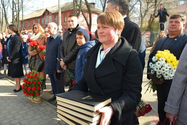 В Черноморске прошёл флешмоб «Сердце Кобзаря», фото-3