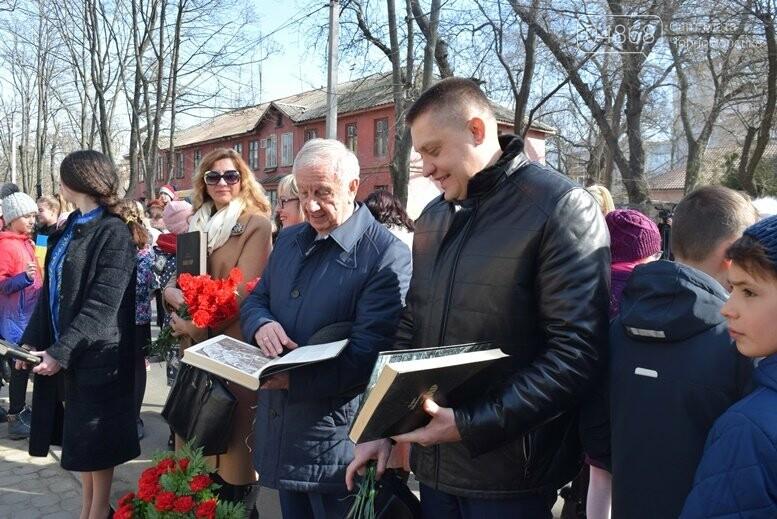 В Черноморске прошёл флешмоб «Сердце Кобзаря», фото-18