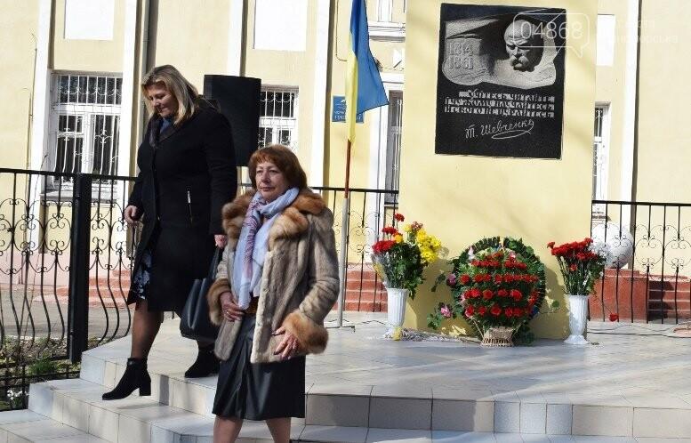 В Черноморске прошёл флешмоб «Сердце Кобзаря», фото-24