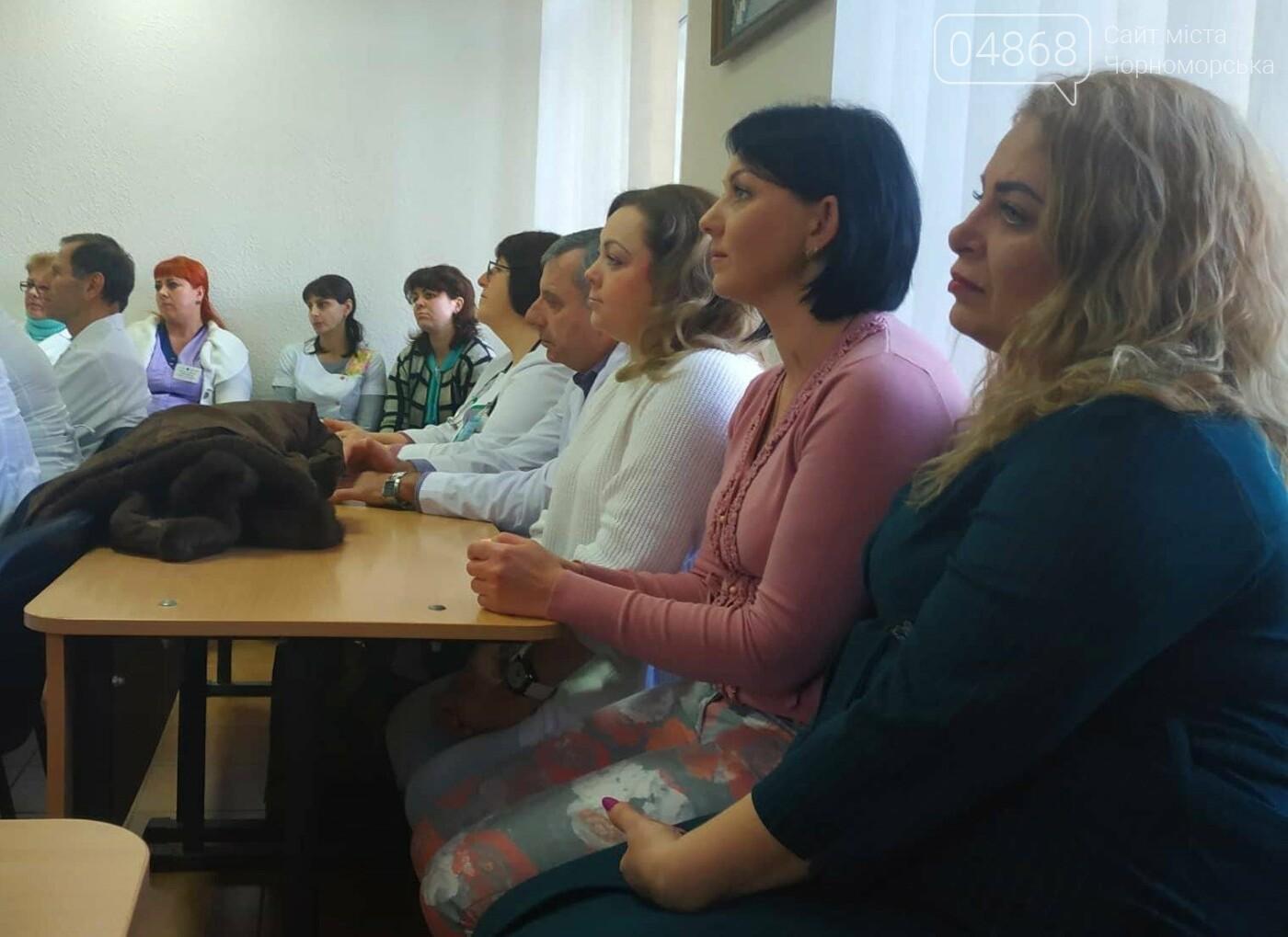 Медработников Черноморска поздравили с Международным женским днем, фото-4