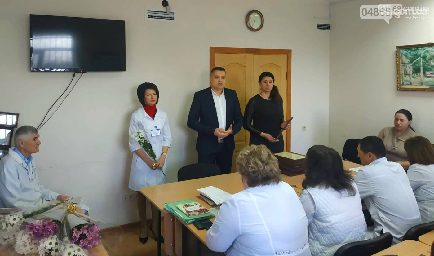 Медработников Черноморска поздравили с Международным женским днем, фото-1