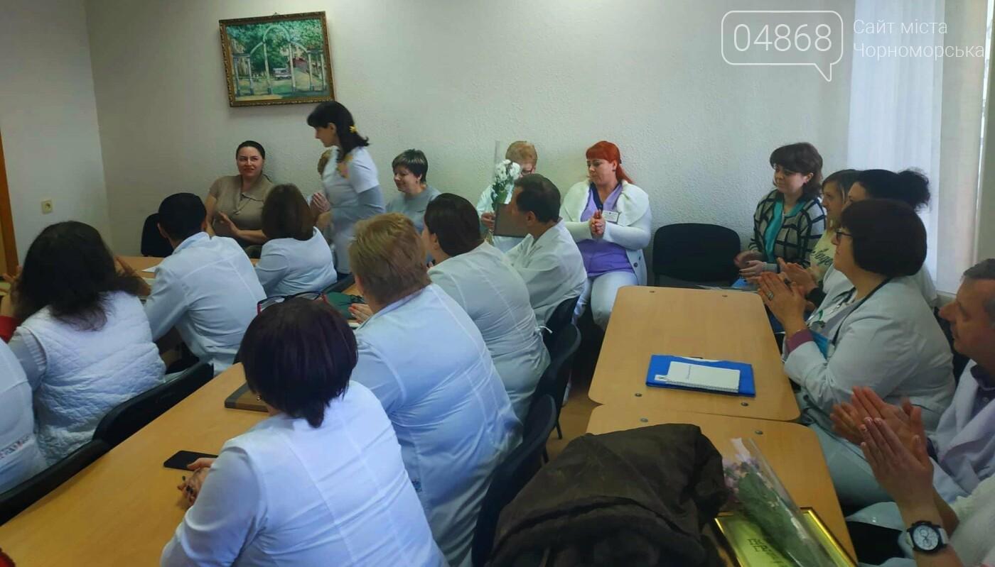 Медработников Черноморска поздравили с Международным женским днем, фото-5