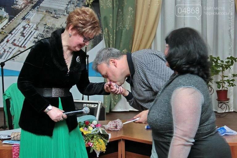 В «Дамском салоне» Оксаны Загорулько жителей Черноморска встретили весна, цветы и роскошь общения, фото-14