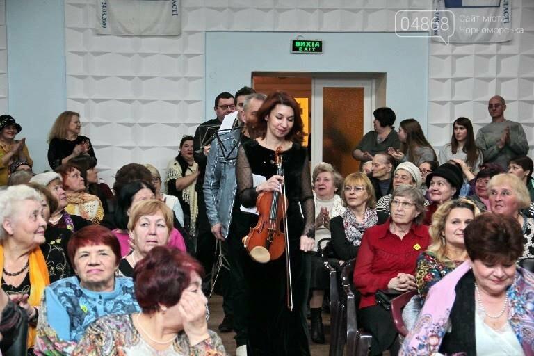 В «Дамском салоне» Оксаны Загорулько жителей Черноморска встретили весна, цветы и роскошь общения, фото-1