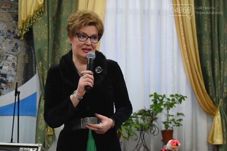 В «Дамском салоне» Оксаны Загорулько жителей Черноморска встретили весна, цветы и роскошь общения, фото-2