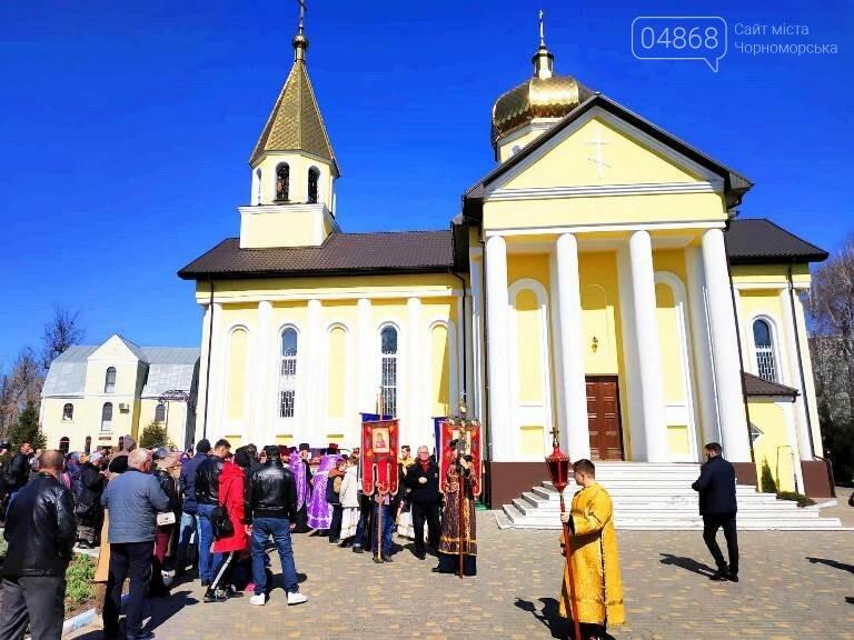 В Черноморске прошёл Крестный ход с молитвой о мире, фото-1