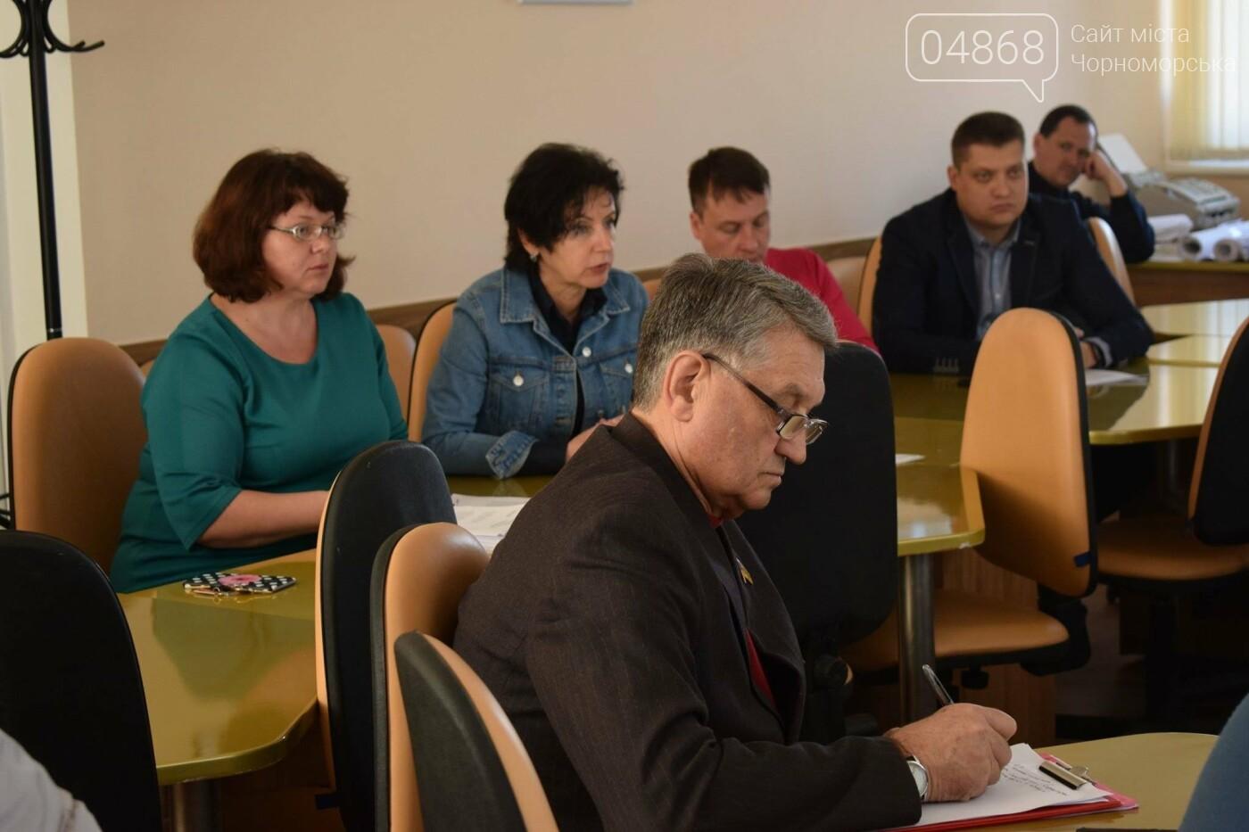Депутаты рассмотрели вопрос о материальной помощи пострадавшей от недавнего пожара семье жителей Черноморска, фото-3