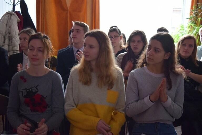 Старшеклассники Черноморска обсуждали актуальные экологические проблемы (видео), фото-19
