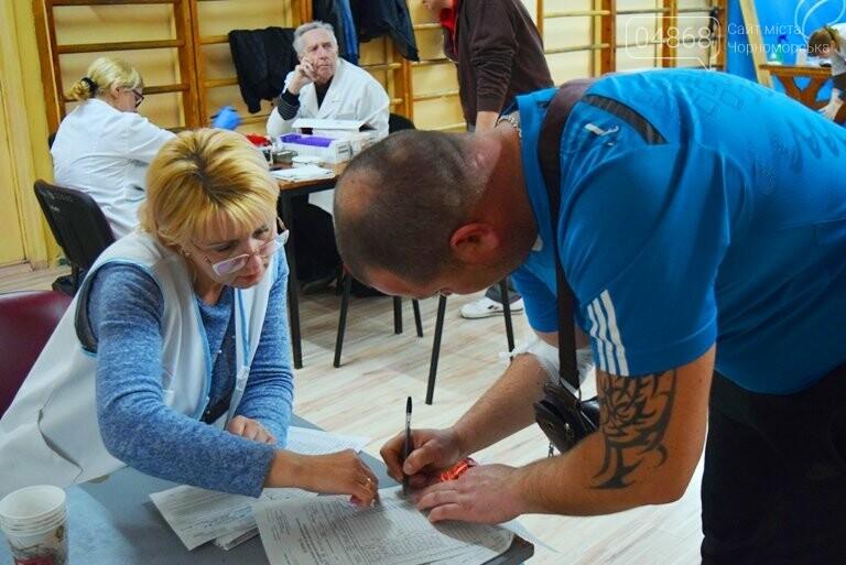 Спасая чью-то жизнь: жители Черноморска сегодня сдавали кровь (видео), фото-1