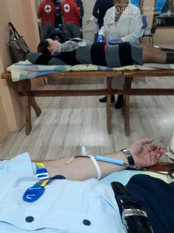 Спасая чью-то жизнь: жители Черноморска сегодня сдавали кровь (видео), фото-12