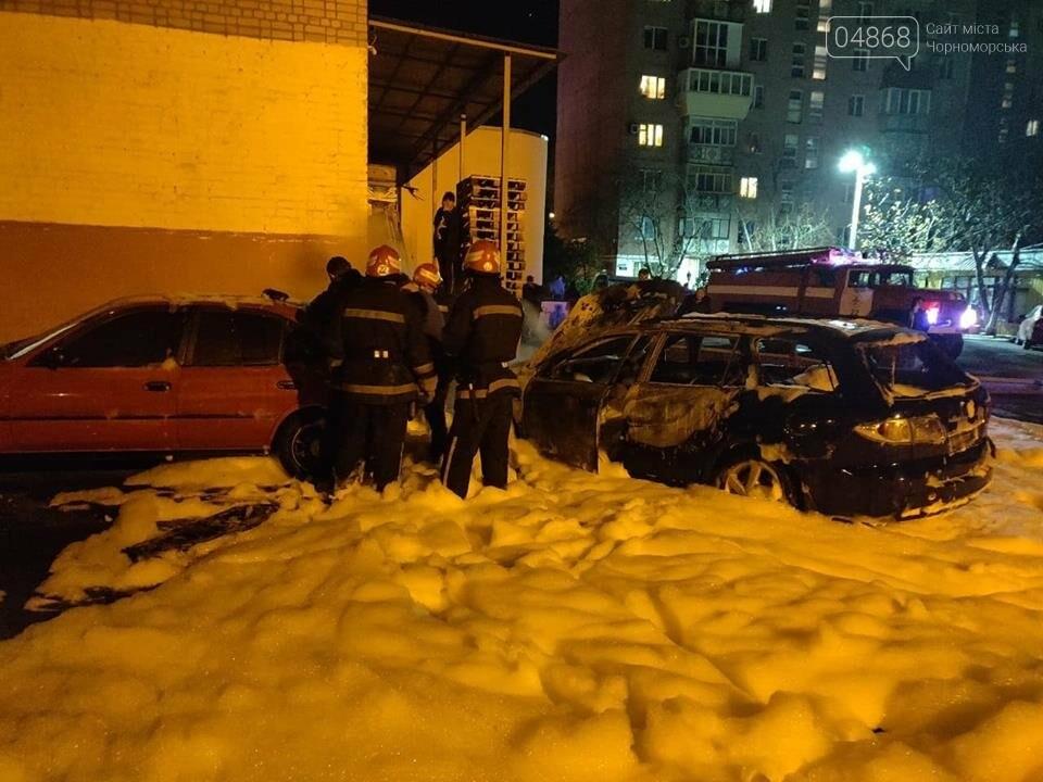 В пасхальную ночь в Черноморске горело три автомобиля, фото-1