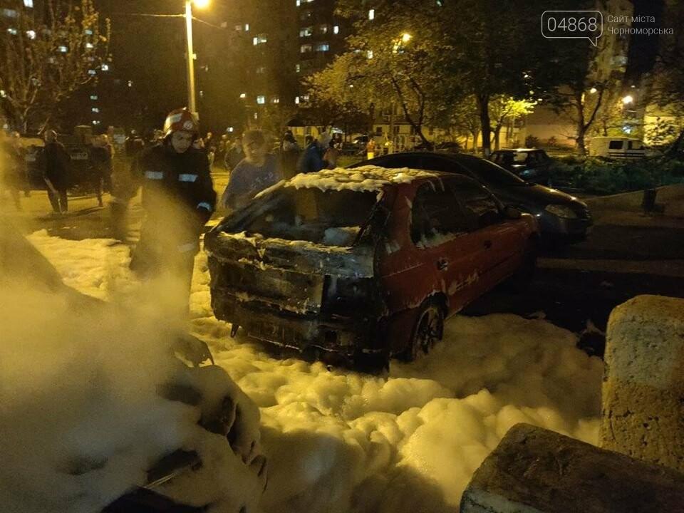 В пасхальную ночь в Черноморске горело три автомобиля, фото-10