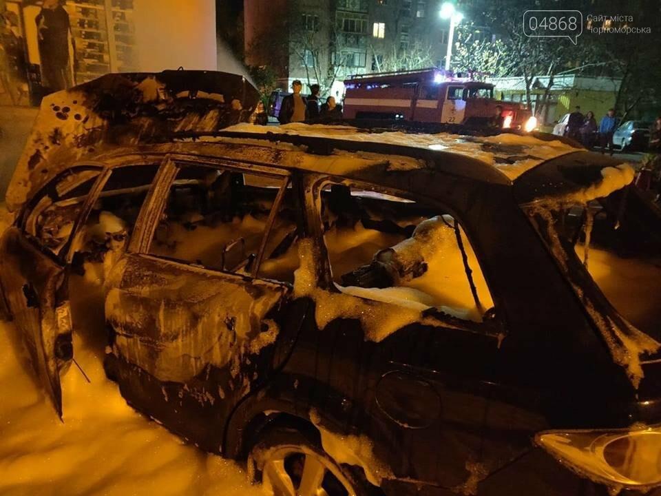 В пасхальную ночь в Черноморске горело три автомобиля, фото-6