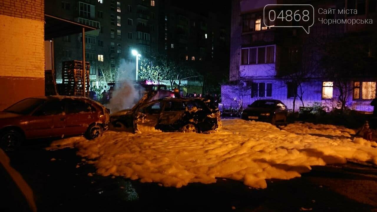 В пасхальную ночь в Черноморске горело три автомобиля, фото-12