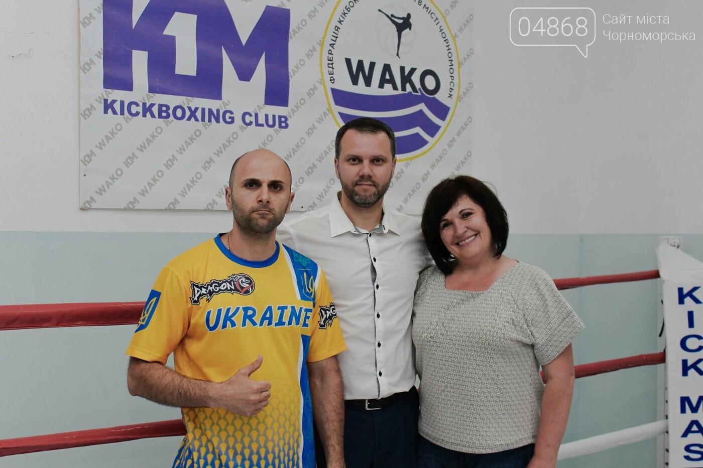 Спортивный инвентарь и теннисный стол: воспитанников клуба «Кик Мастер» поздравили с Днем защиты детей, фото-4