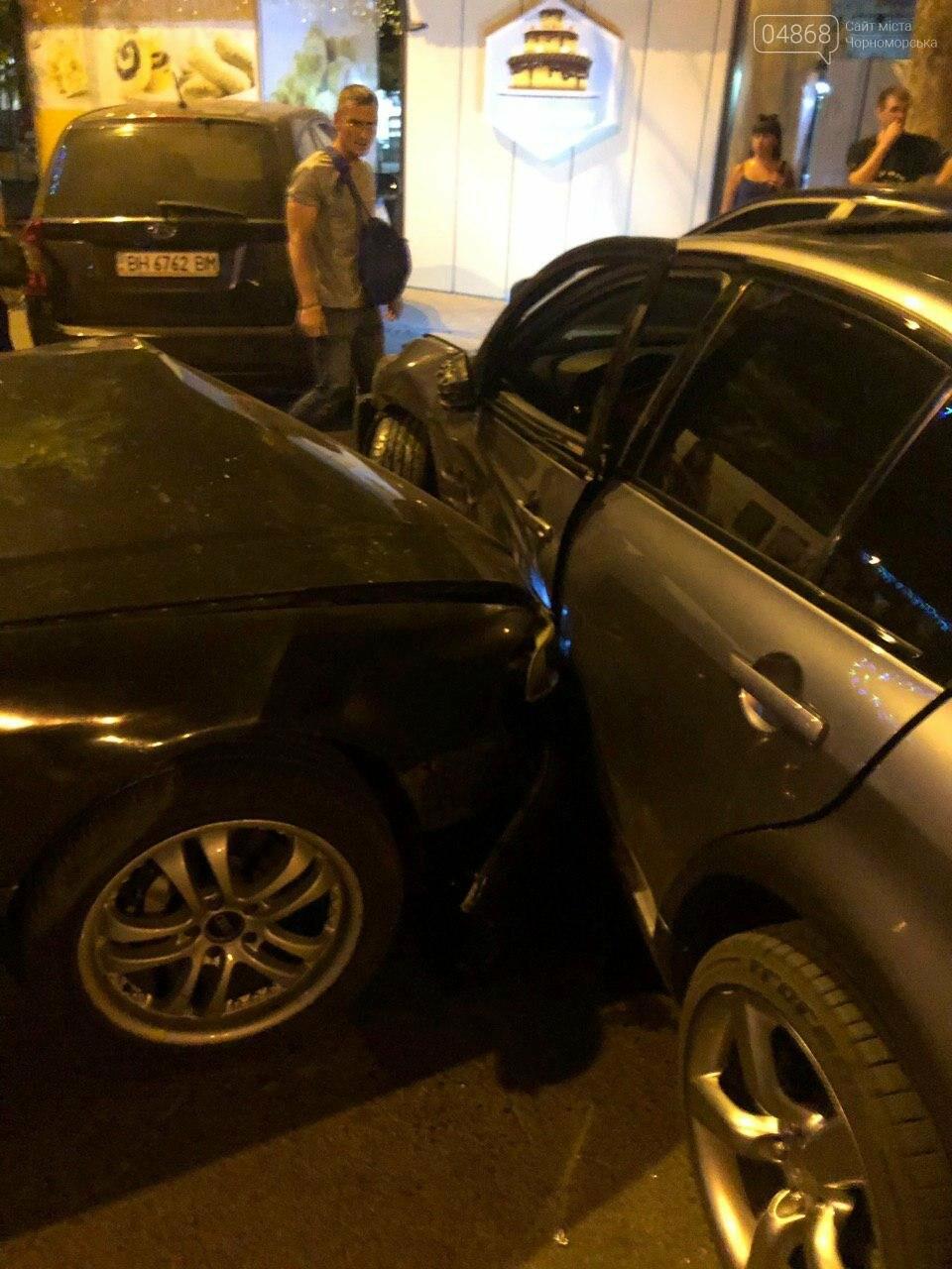 Audi протаранил три машины: ночное ДТП в Черноморске, фото-2