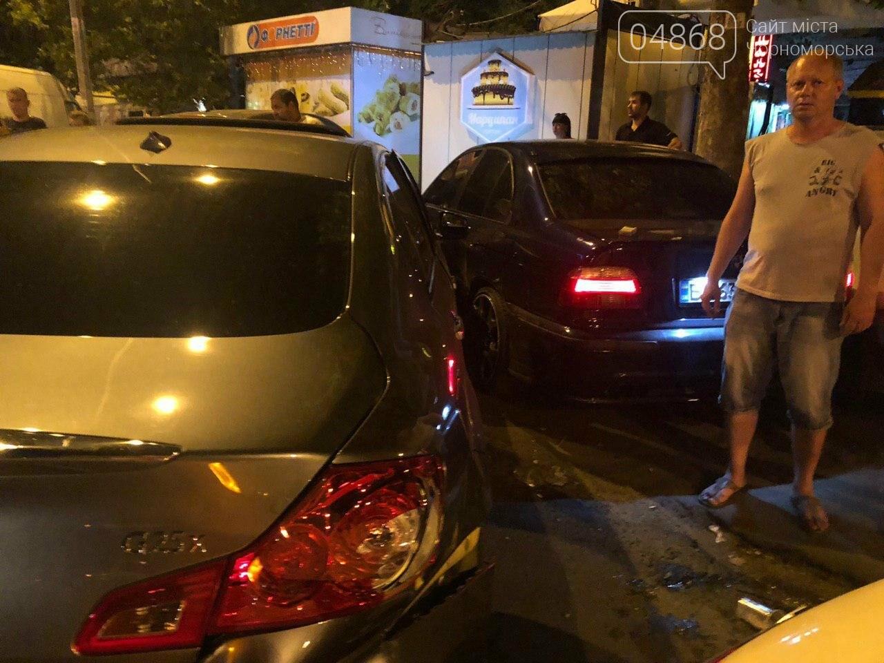 Audi протаранил три машины: ночное ДТП в Черноморске, фото-3