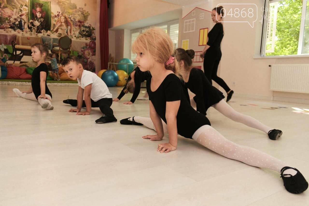 Научные шоу и квест-уроки выживания гостя из Великобритании: в Черноморске стартовал лагерь детского развития Страна Чудес, фото-1