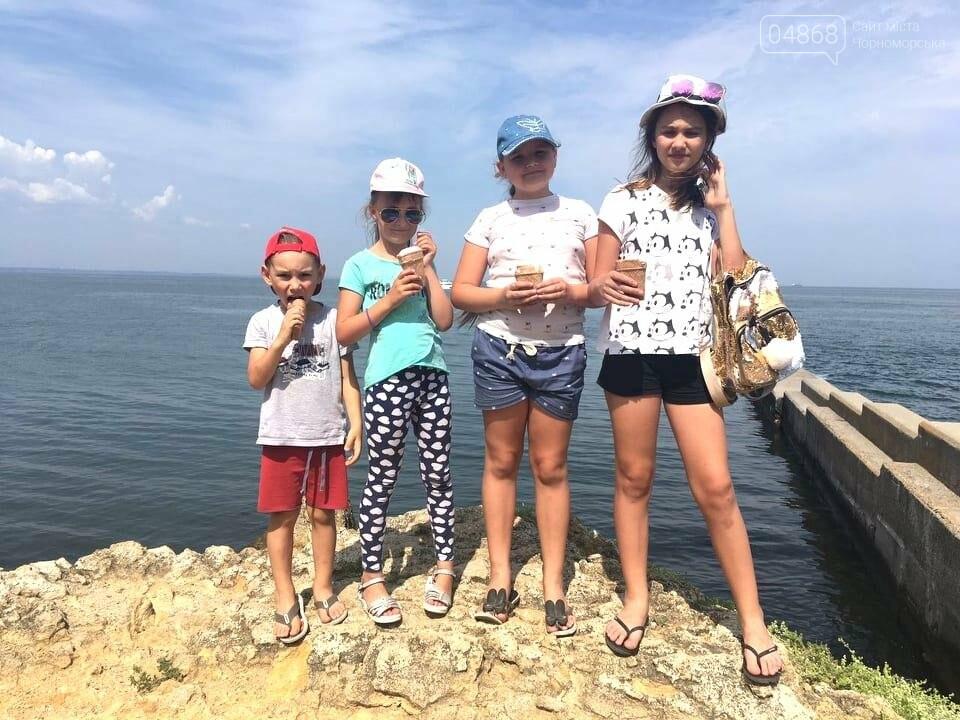 Научные шоу и квест-уроки выживания гостя из Великобритании: в Черноморске стартовал лагерь детского развития Страна Чудес, фото-12