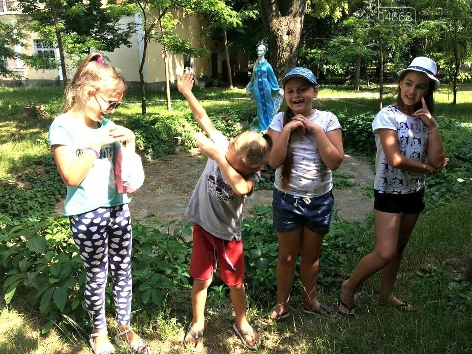 Научные шоу и квест-уроки выживания гостя из Великобритании: в Черноморске стартовал лагерь детского развития Страна Чудес, фото-16