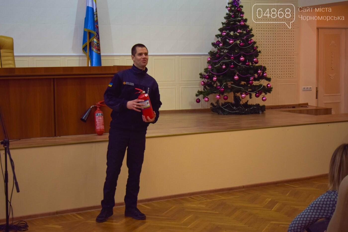 Черноморские спасатели обучали местных чиновников правилам пожарной безопасности, фото-1