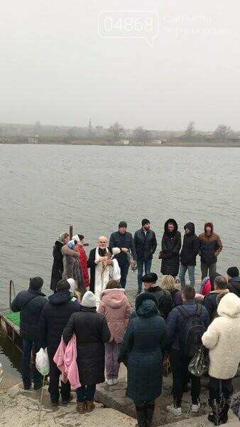 Жители Черноморска отметили Крещение традиционным купанием в море (видео), фото-2