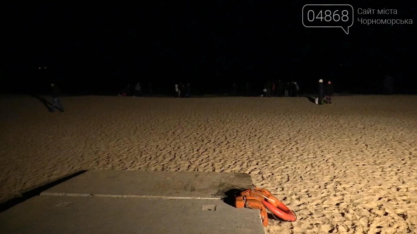 Жители Черноморска отметили Крещение традиционным купанием в море (видео), фото-1