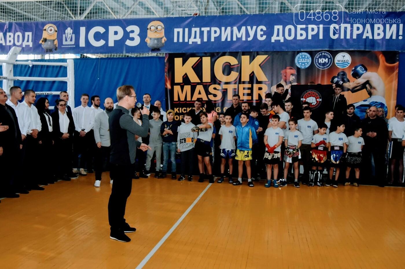 За золотом: в Черноморске прошёл турнир по кикбоксингу (видео), фото-1