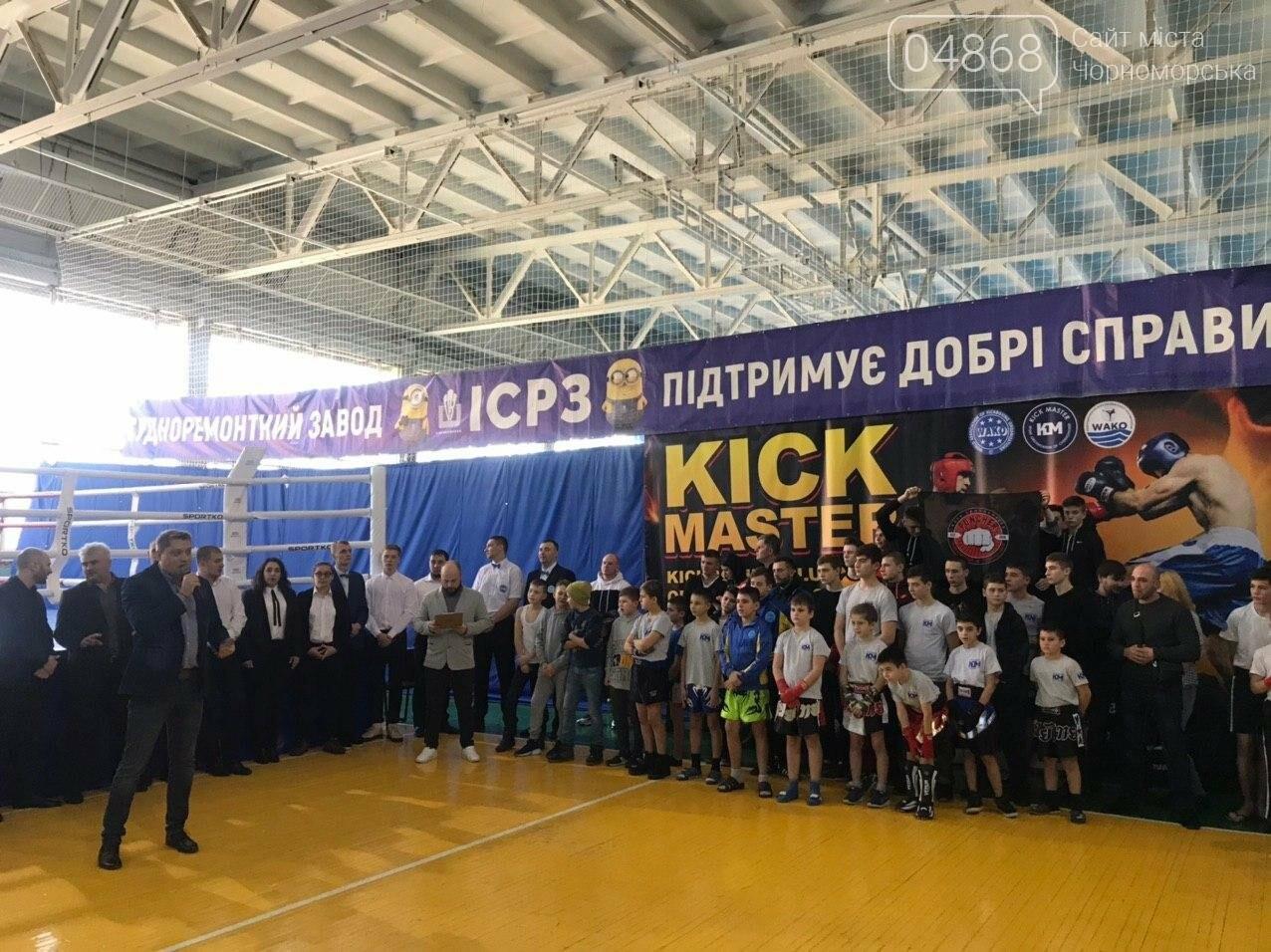 За золотом: в Черноморске прошёл турнир по кикбоксингу (видео), фото-13