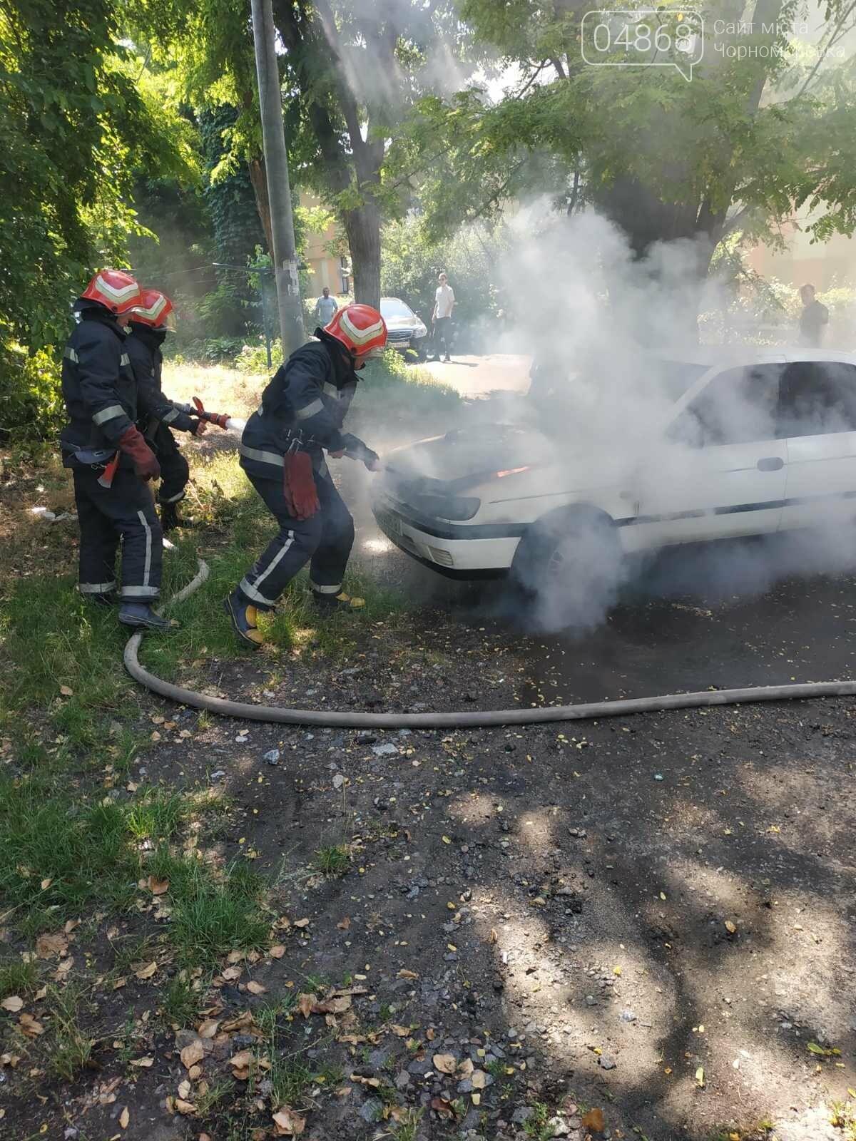 Понедельник в Черноморске начался с возгорания автомобиля, фото-1