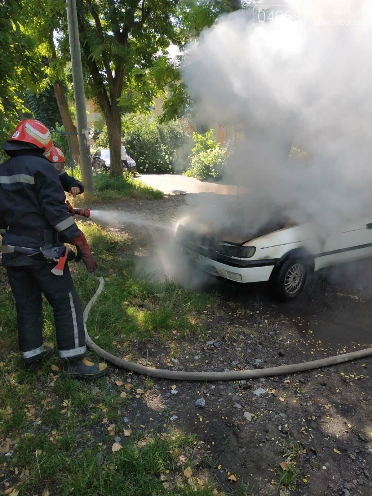 Понедельник в Черноморске начался с возгорания автомобиля, фото-2