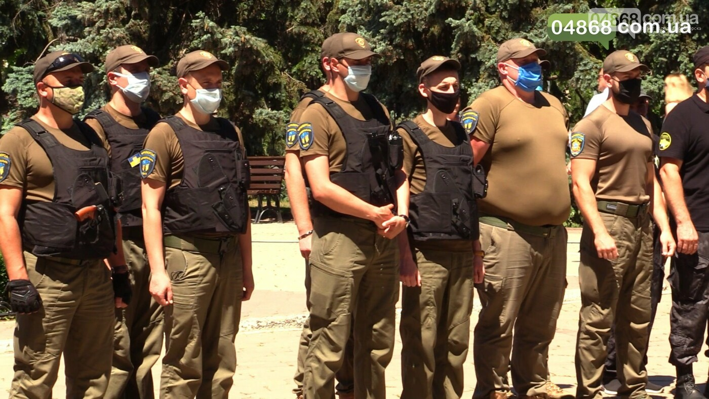 Сотрудников КУ «Муніципальна варта» торжественно наградили за службу, фото-1