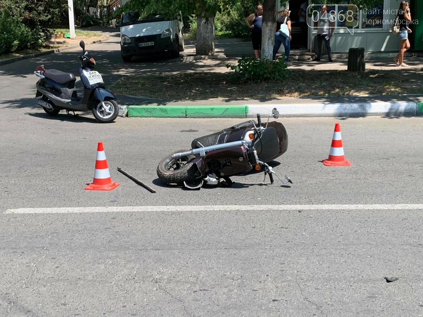 В Черноморске произошло ДТП с участием мопедиста (фото), фото-1