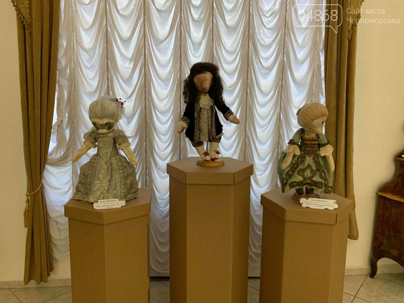 Как будто живые: в Черноморске проходит выставка фарфоровых кукол (видео), фото-26