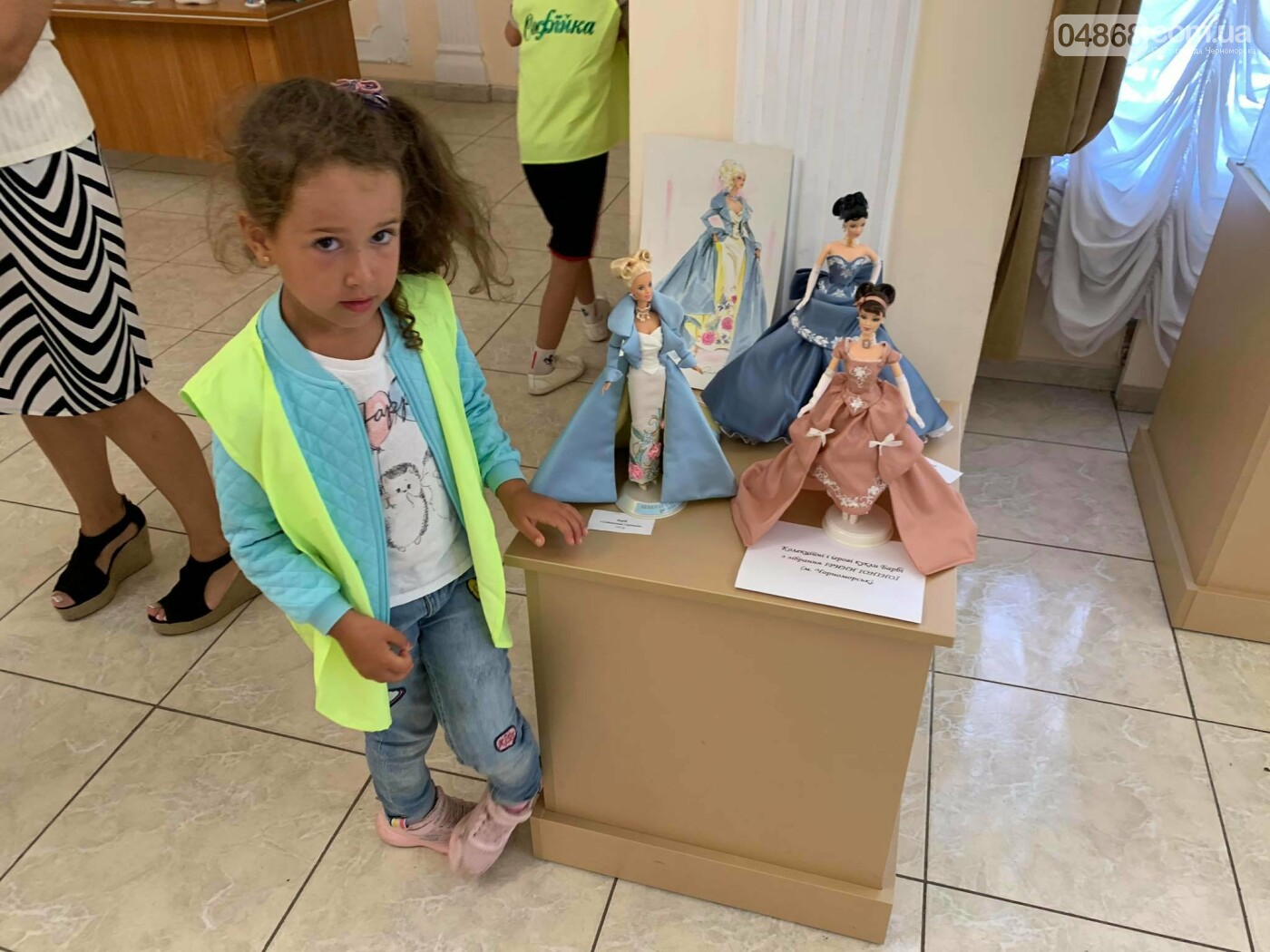 Как будто живые: в Черноморске проходит выставка фарфоровых кукол (видео), фото-27