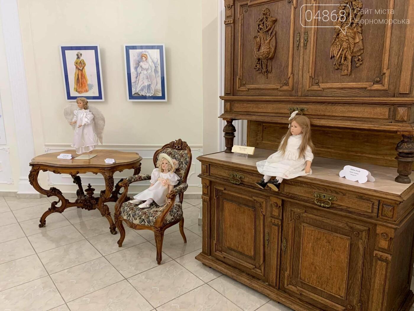Как будто живые: в Черноморске проходит выставка фарфоровых кукол (видео), фото-1