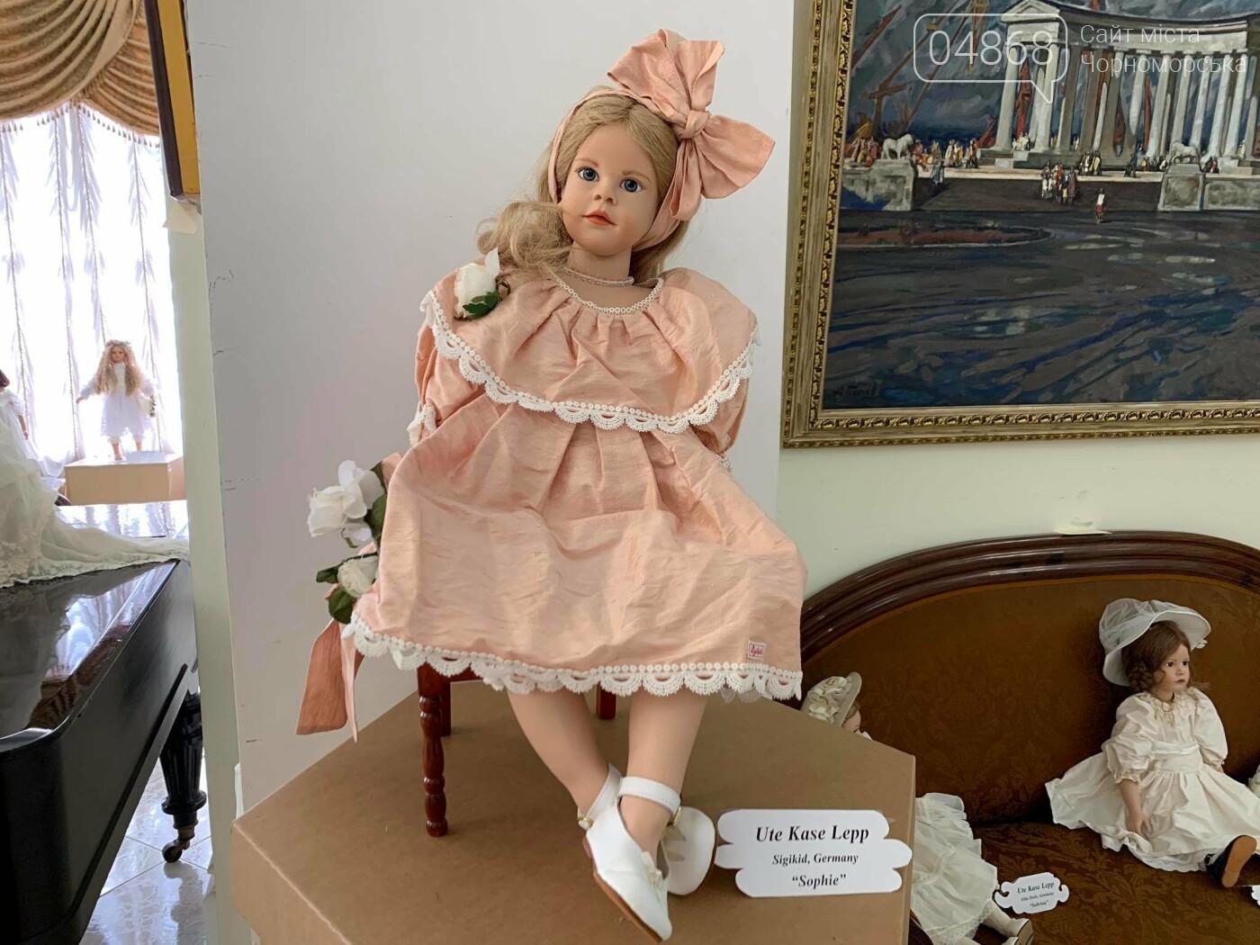 Как будто живые: в Черноморске проходит выставка фарфоровых кукол (видео), фото-2